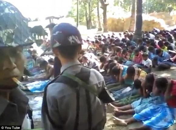 Quân đội Myanmar đàn áp những người Rohingya.
