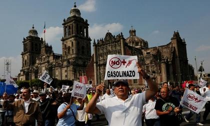 Chùm ảnh: Biểu tình, bạo loạn do giá xăng tăng ở Mexico