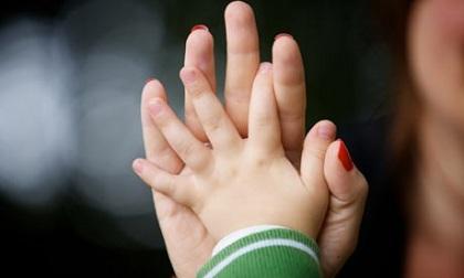 Làm mẹ đơn thân là ích kỉ với con?