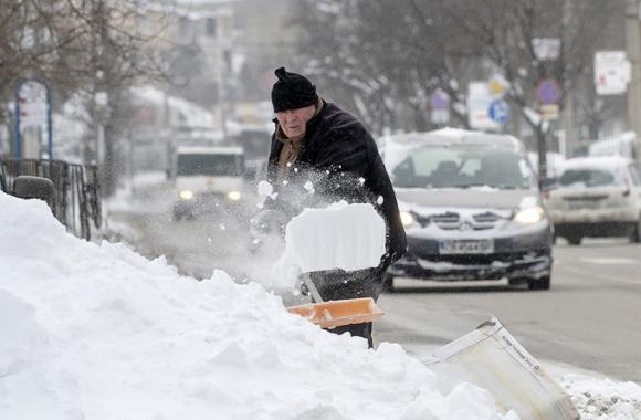 Giới chức các nước cảnh báo, số người thiệt mạng sẽ còn tăng cao trong điều kiện thời tiết khắc nghiệt này. (Ảnh: AFP)