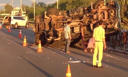 Tin tai nạn giao thông ngày 9/1: Xe khách 'hôn' đuôi xe trộn bê tông