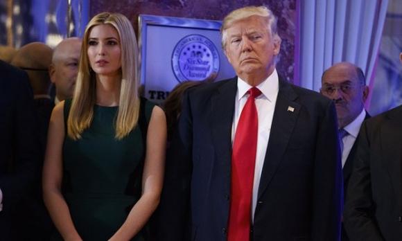 Tổng thống đắc cử Doanal Trump cùng con gái Ivanka Trump. (Ảnh: AP)