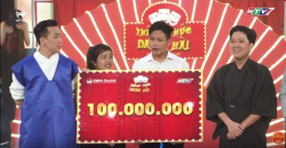 Tấn Lợi được giải thưởng 100 triệu của chương trình và giành tấm vé bước vào đêm Gala (ảnh cắt từ clip)