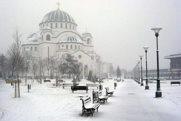 Để đối phó trước cái lạnh xuống dưới -30 độ C, giới chức Serbia đã ban hành một khuyến cáo chung, theo đó người dân nên hạn chế ra đường và chủ động giữ ấm để hạn chế tình trạng hạ thân nhiệt. (Ảnh: Vlada Marinkovic)
