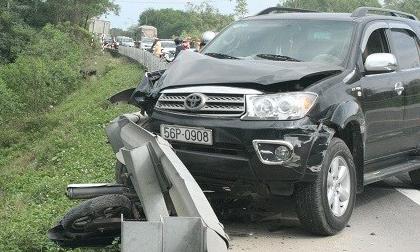 Va chạm với ô tô, 2 mẹ con thiệt mạng