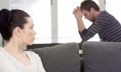 """Vợ ngoại tình, chồng van xin """"đừng bỏ anh"""""""