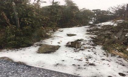 Cộng đồng mạng thích thú khoe ảnh tuyết rơi trên đỉnh Fansipan
