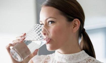 Lợi ích tuyệt vời của nước nóng với sức khỏe và sắc đẹp