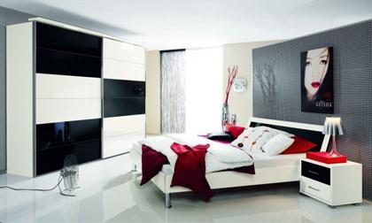 Nội thất phòng nổi bật với gam màu đen, trắng, đỏ