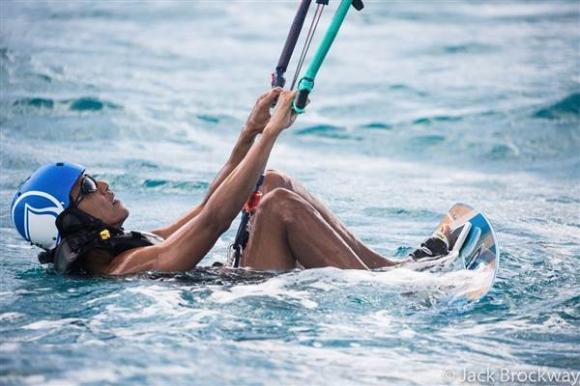 Sau khi rời nhiệm sở, cựu Tổng thống Obama dành thời gian để nghỉ ngơi, thư giãn và chơi các môn thể thao mà ông ưa thích: golf, lướt ván diều, bóng bầu dục...