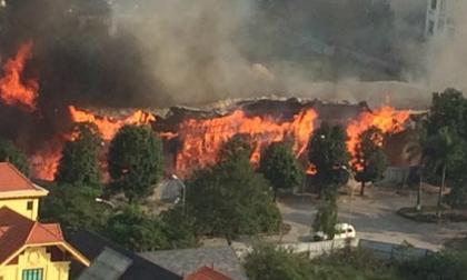 Cháy rụi một kho hàng trên đường Lạc Long Quân