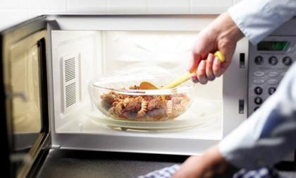 6 loại thực phẩm đừng bao giờ cho vào lò vi sóng nếu không muốn ăn phải chất độc