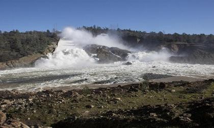 Bang California của Mỹ ban bố tình trạng khẩn cấp trước nguy cơ vỡ đập