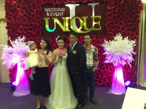 Cặp đôi VĐV khuyết tật Trịnh Thị Bích Như- Đỗ Viết Thạch hạnh phúc trong ngày hôn lễ.