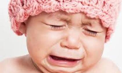 Mẹo dỗ trẻ sơ sinh nín khóc nhanh không tưởng
