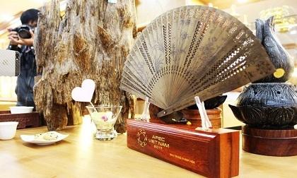 Tin nóng mới nhất 16/2: Tặng quạt trầm hương cho quan chức cao cấp APEC