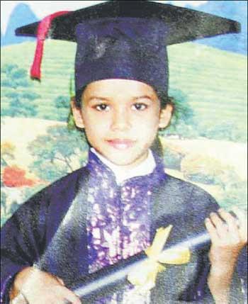 Bé gái 8 tuổi mất tích và thi thể trong chiếc túi chấn động Malaysia