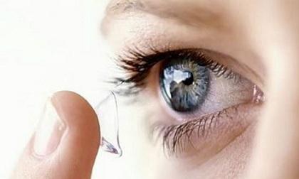Loét giác mạc vì đeo kính áp tròng để làm đẹp