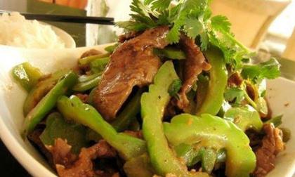 Thịt bò xào mướp đắng ngon cơm ngày đầu tuần