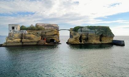 Bí ẩn hòn đảo tuyệt đẹp bị nguyền rủa ngoài khơi nước Ý