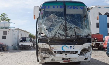 Xe buýt gây tai nạn bỏ chạy đâm chết ít nhất 38 người
