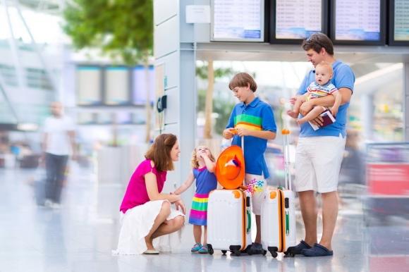 Làm gì để giữ an toàn cho trẻ em khi đi du lịch?