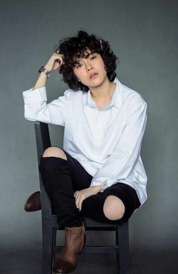 Với mái tóc ngắn xù đặc trưng, Tiên Tiên tạo cho mình phong cách riêng. Gu âm nhạc của cô nàng cũng không trộn lẫn với bất kỳ ai.