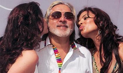 """Tỉ phú nổi tiếng hào phóng và """"sát gái"""" bậc nhất Ấn Độ"""