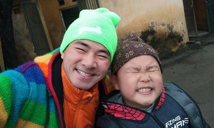 Khoảnh khắc giống nhau 'đến từng chi tiết' của cặp cha con sao Việt khiến fan phát cuồng