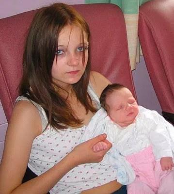 Bé gái 11 tuổi trở thành người mẹ trẻ nhất nước Anh sau khi bị anh trai hãm hiếp giờ ra sao? - Ảnh 1.