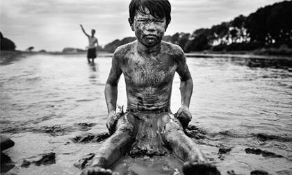 Bộ ảnh ấn tượng về những đứa trẻ sống trong thế giới không có công nghệ