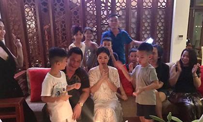Sau ồn ào 'đá xéo' Hồ Ngọc Hà, Lệ Quyên cùng chồng con ra tận Đà Nẵng tổ chức sinh nhật