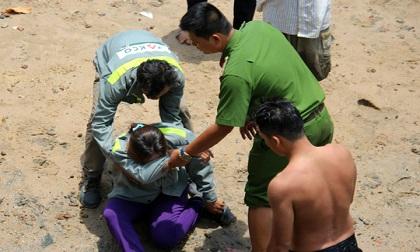 Mẹ khóc ngất khi biết con nhỏ tắm sông Sài Gòn mất tích