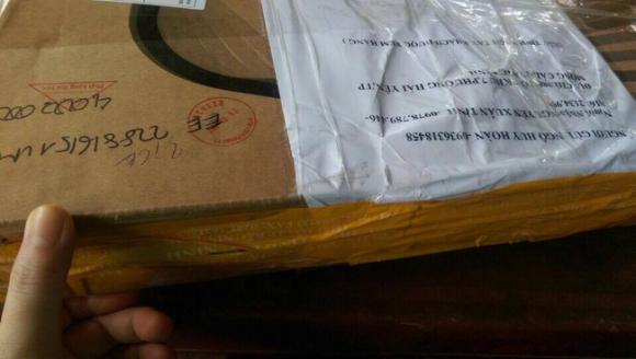 Bưu kiện chuyển đi là laptop, đến tay người nhận hóa đá và gạch - Ảnh 2.