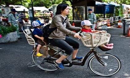 Mẹ Việt nuôi dạy con ở Nhật: Người ngoài nhìn vào hâm mộ, người trong cuộc sốc lên sốc xuống