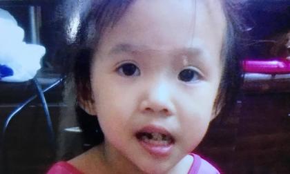 Chạy dọc bờ kênh tìm mẹ, bé gái 6 tuổi mất tích trong cơn mưa trái mùa lớn nhất SG