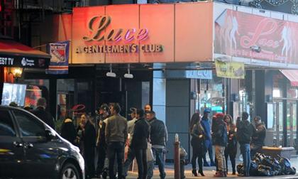 Ổ mại dâm, ma túy công khai tại quảng trường Thời đại ở Mỹ