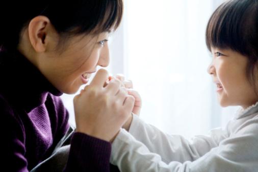 6 mẹo giao tiếp bố mẹ cần biết để trẻ nghe lời răm rắp - Ảnh 2.