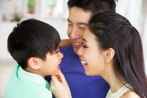 6 mẹo giao tiếp bố mẹ cần biết để trẻ nghe lời răm rắp - Ảnh 1.