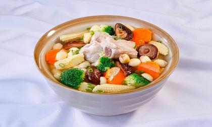 Công thức nấu canh sườn non hầm bông cải ngon bổ dưỡng cho ngày hè
