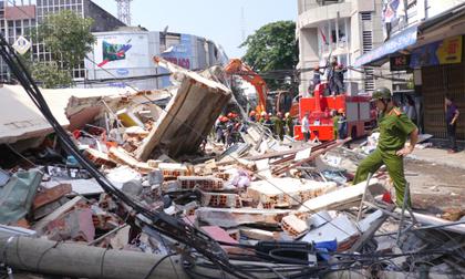 Nhà 3 tầng bất ngờ đổ sập hoàn toàn, một cụ ông tử vong và nhiều người bị vùi lấp