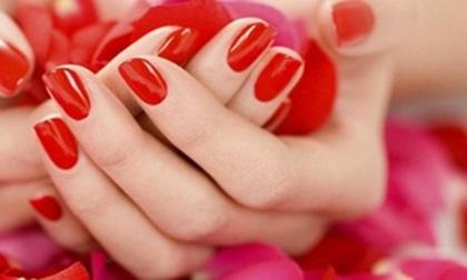 Thường xuyên thay đổi màu sơn móng tay, chị em cẩn thận nếu không muốn giảm tuổi thọ