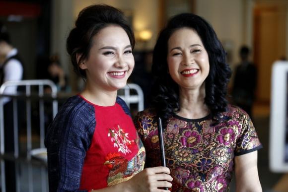 NSND Lan Hương của Sống chung với mẹ chồng: Khi quay cảnh đám cưới vui vẻ cũng là lúc bố tôi qua đời - Ảnh 3.