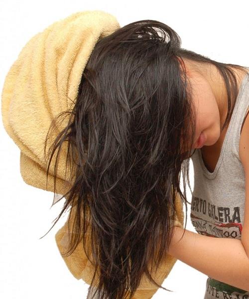 Nếu cứ tiếp diễn 7 sai lầm này mỗi ngày, bạn sẽ rất khó có được mái tóc suôn mềm, óng ả