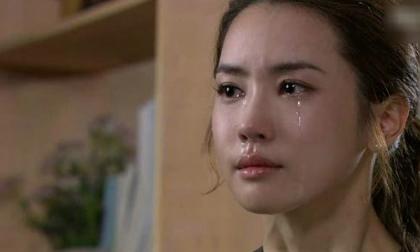 Vừa cầm lá thư mẹ chồng để lại trước khi bỏ đi, tim tôi tê tái, còn chồng khóc nức nở rồi lao đi