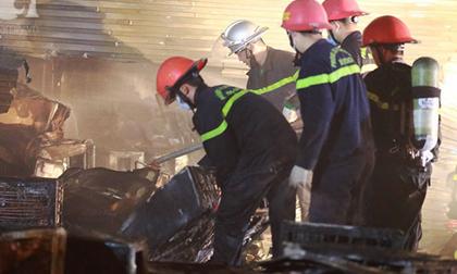 Hà Nội: Cháy lớn tại kho sửa chữa và bán điều hòa trên đường Tam Trinh, nhiều tài sản bị thiêu rụi