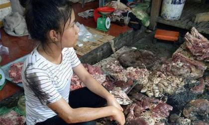 Bắt khẩn cấp 2 phụ nữ hắt dầu luyn vào thịt lợn ở Hải Phòng