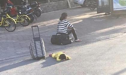 Bé gái bị mẹ đẻ giẫm đạp lên người, bỏ rơi giữa đường vì nghi mắc bệnh