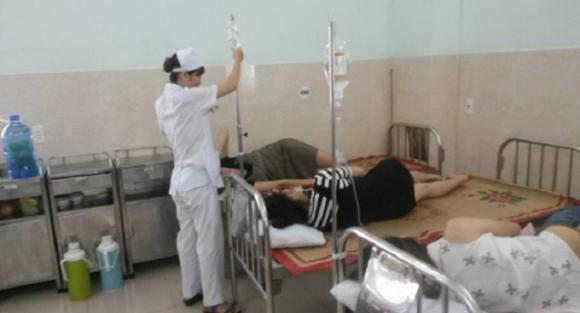 Hải Phòng: Hàng chục công nhân nghi ngộ độc sau khi dùng tiệc buffet trên bãi biển