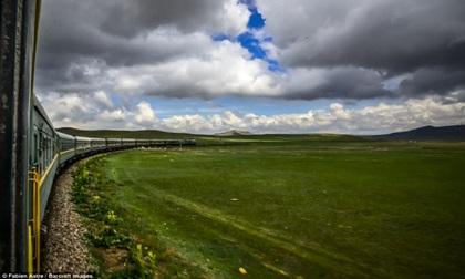 """Trải nghiệm có """"một không hai"""" trên chuyến tàu chạy xuyên Mông Cổ"""